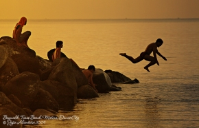Jump at baywalk by Jojie Alcantara