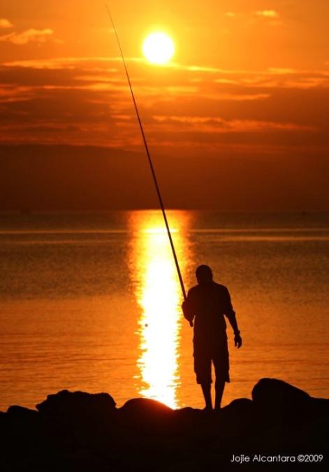 Fishing at sunrise © Jojie Alcantara