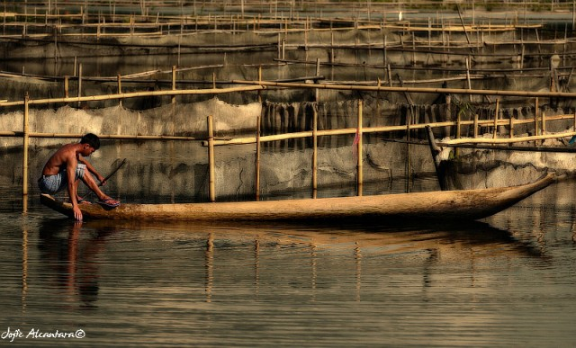 Lake Sebu fishcages by Jojie Alcantara