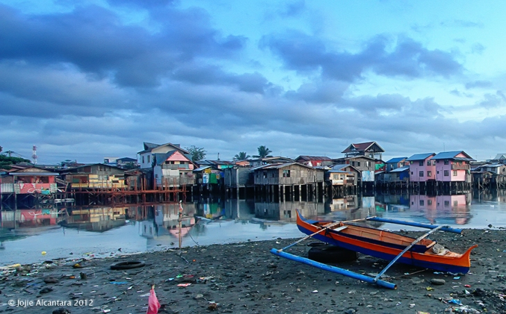 Break of dawn in the slums © Jojie Alcantara
