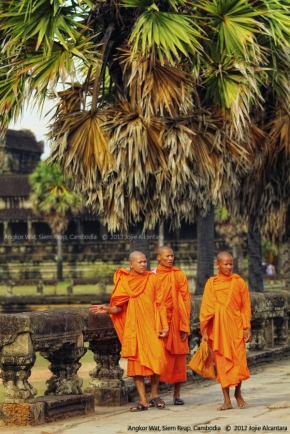 Monks at Angkor Wat © Jojie Alcantara