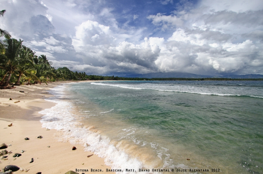 Botona Beach, Dahican © Jojie Alcantara