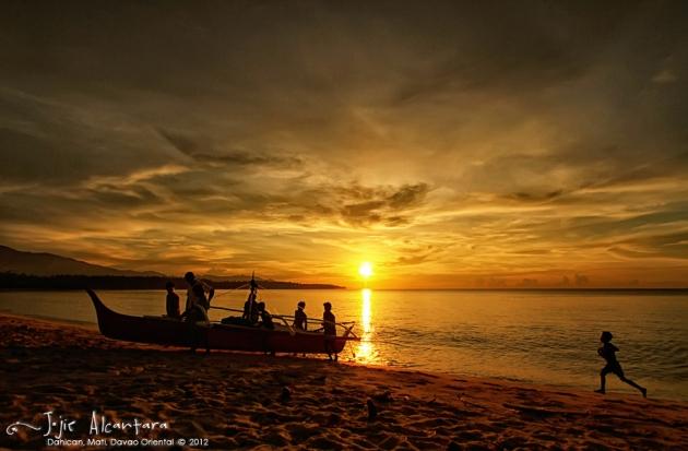 Daybreak in Dahican beach  © Jojie Alcantara 2012