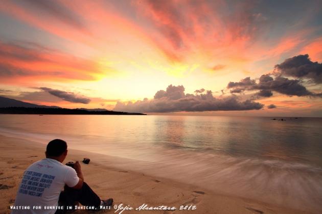 Waiting for sunrise  © Jojie Alcantara