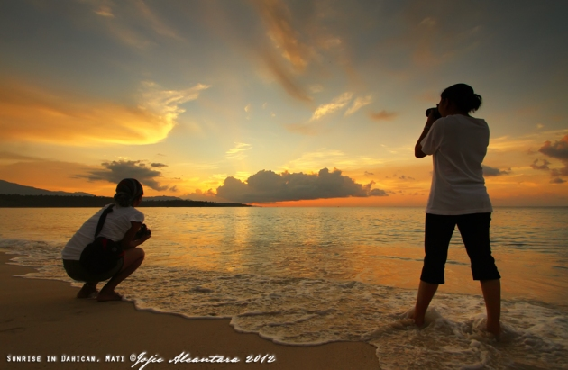 Waiting for sunrise  © Jojie Alcantara