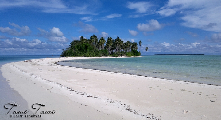 Panam Pangan Island, Tawi-Tawi by Jojie Alcantara