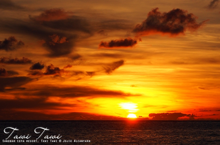 Sunset in Tawi Tawi by Jojie Alcantara