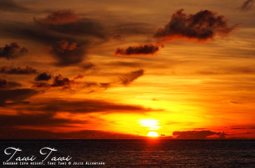 Sunset in Tawi Tawi by Jojie Alcantara