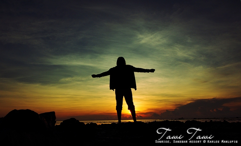 Jojie alcantara at sunrise in Tawi Tawi © Karlos Manlupig