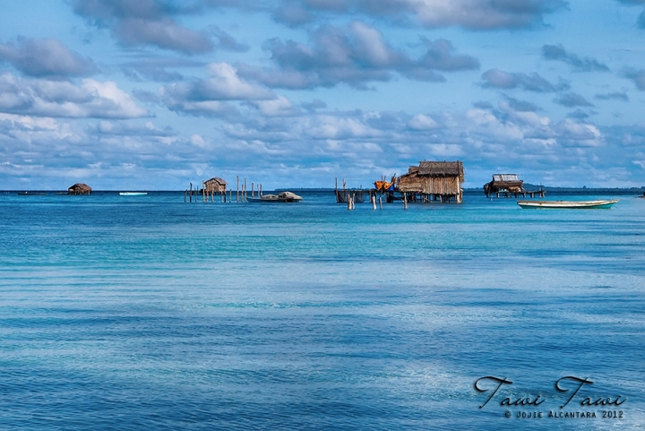 Badjao houses on stilts Tawi Tawi, Philippines © Jojie Alcantara, 2012