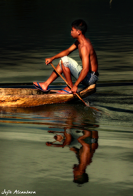 Balancing in a banca, Lake Sebu © Jojie Alcantara