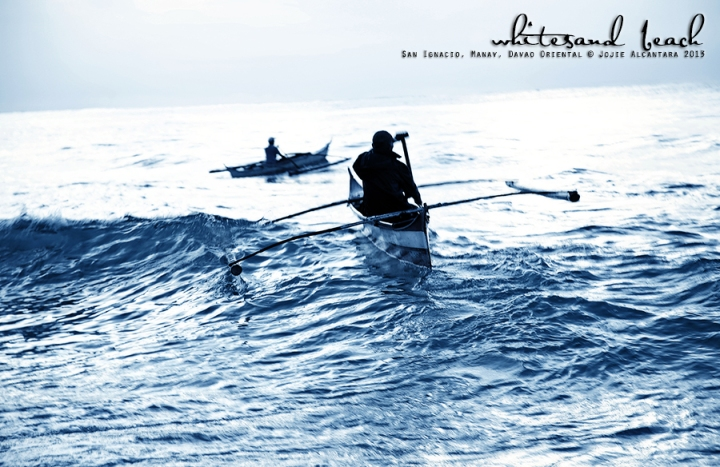 Fishermen at dawn  © Jojie Alcantara