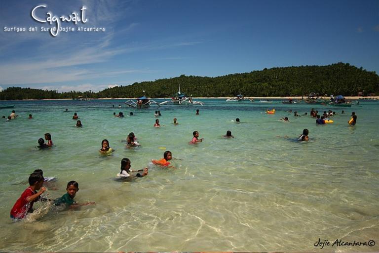 Cagwait beach during the festival © Jojie Alcantara