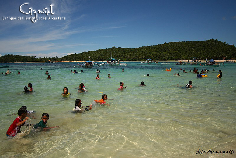 Cagwait beach during the festival © Jojie Alcantara