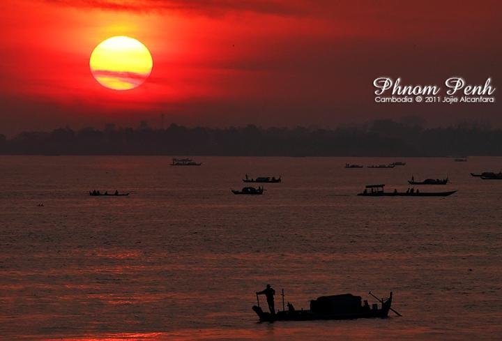 Sunrise in Sisowath Quay, Phnom Penh  © Jojie Alcantara