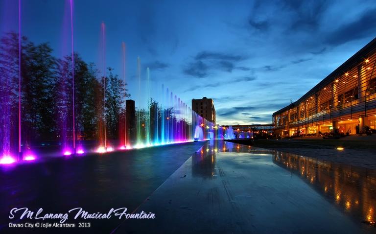 Fountain at SM Lanang Davao  © Jojie Alcantara