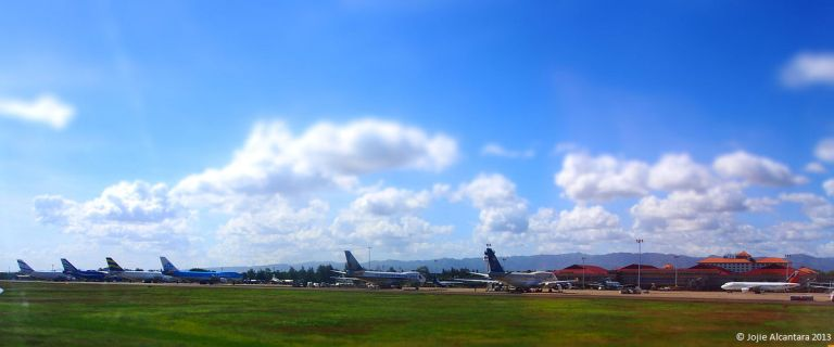 International cargo planes for relief efforts in Mactan Airport © Jojie Alcantara