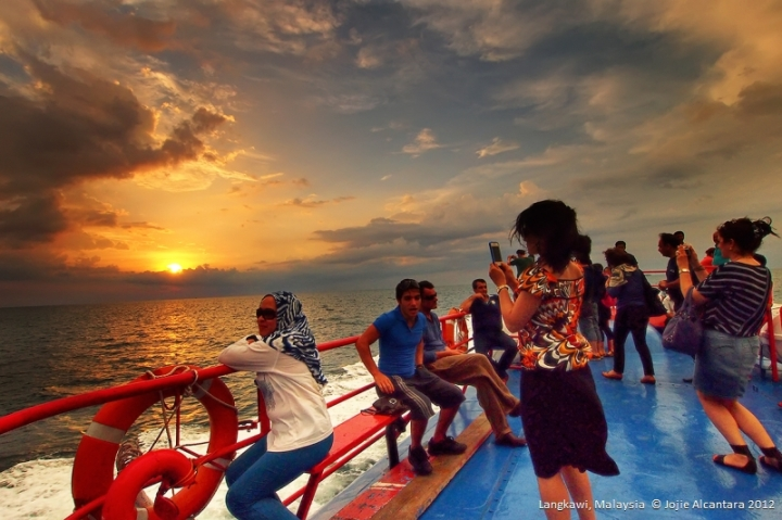Sunset from the sea  © Jojie Alcantara