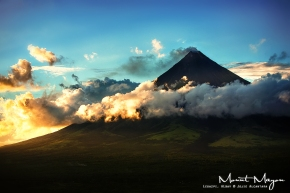 Mount Mayon by Jojie Alcantara