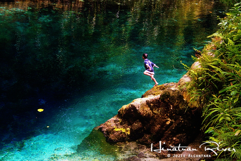 Kid dives in Hinatuan Enchanted River © Jojie Alcantara