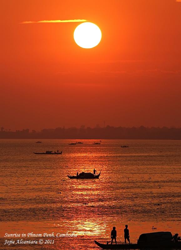 Sunrise in Phnom Penh, Cambodia © Jojie Alcantara