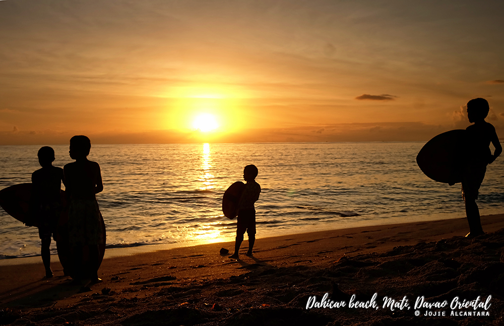 Amihan kids at sunrise in Dahican © Jojie Alcantara