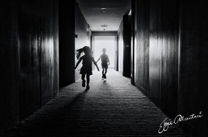 Kids running in the corridor © Jojie Alcantara