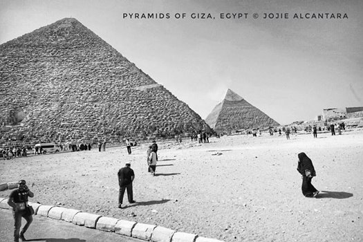 Giza pyramids in black and white ©Jojie Alcantara