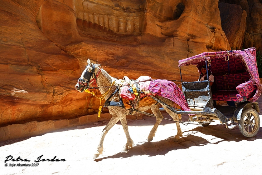 Horse carriage to the entrance of the Siq © Jojie Alcantara
