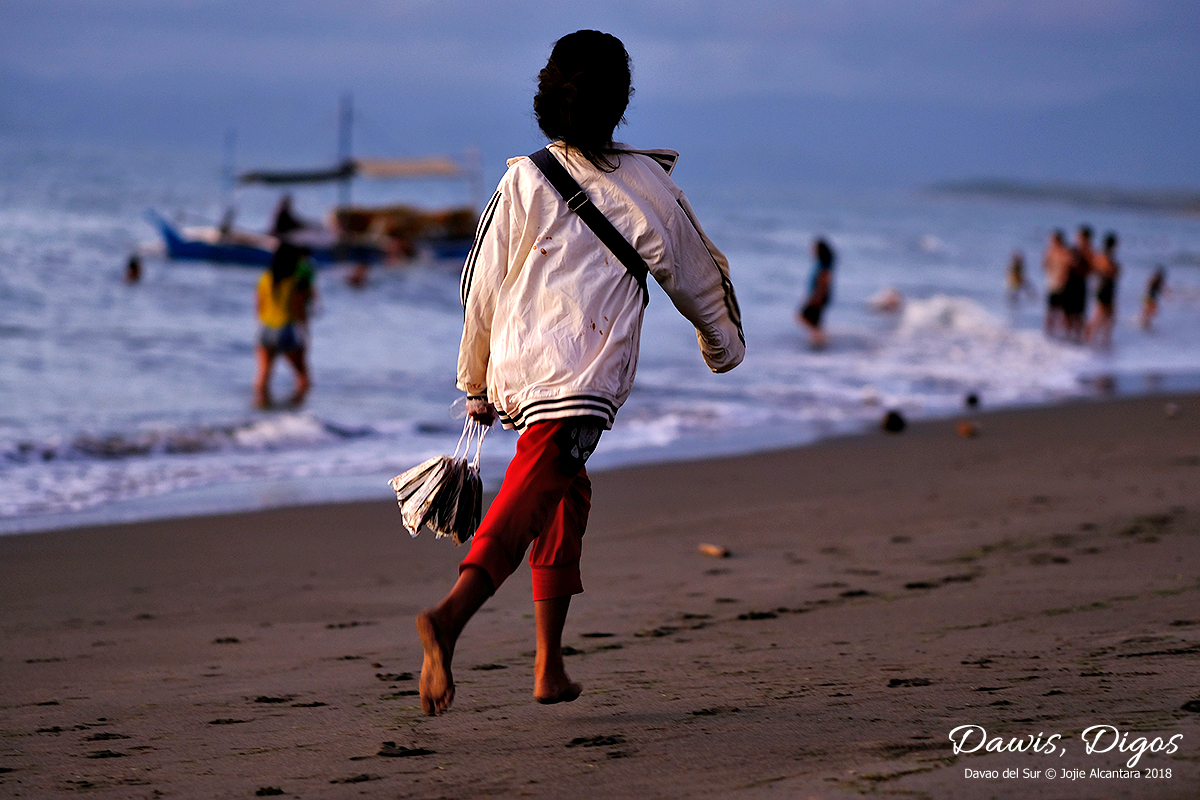 Fish vendor in Dawis © Jojie Alcantara