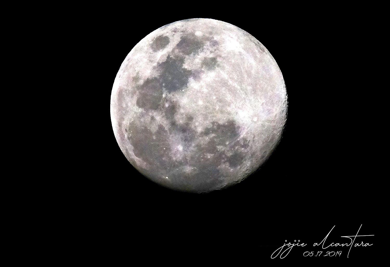 Full moon by Jojie Alcantara